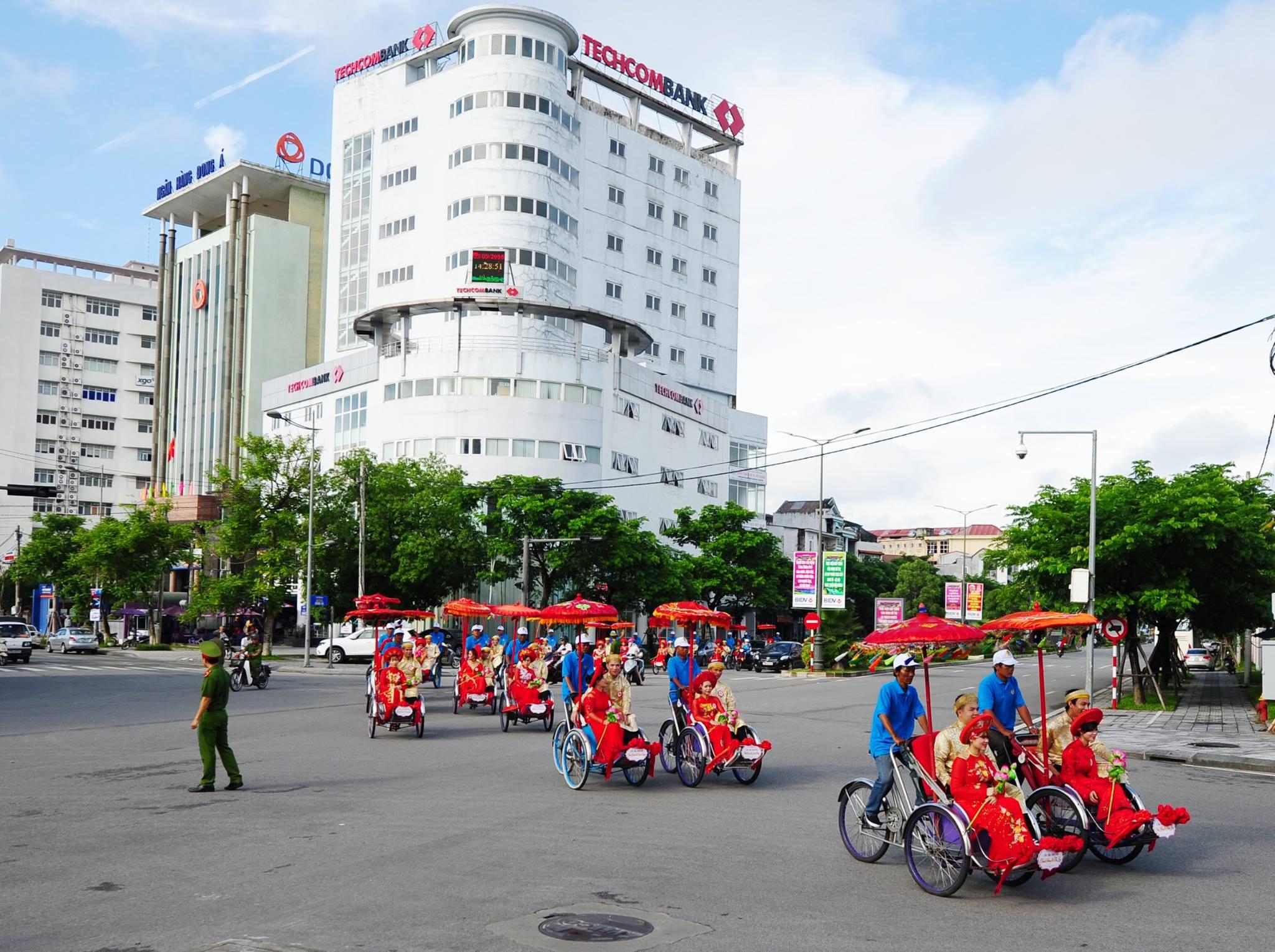 Cảnh rước dâu ở Huế