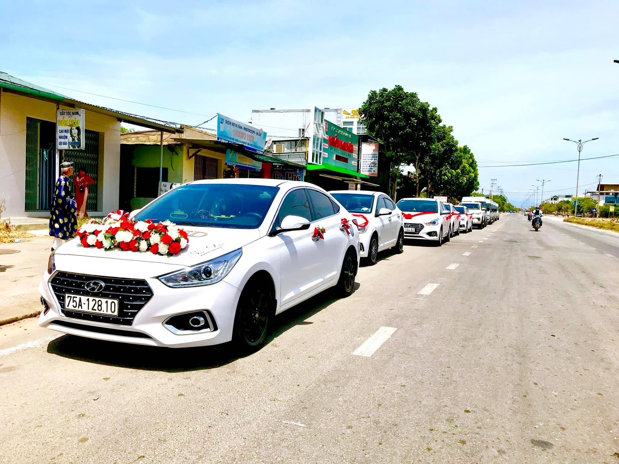 Đoàn xe rước dâu ở Huế