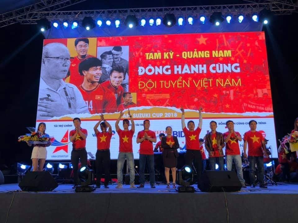 Điện hoa Quang Nam mừng cùng đội tuyển Việt Nam
