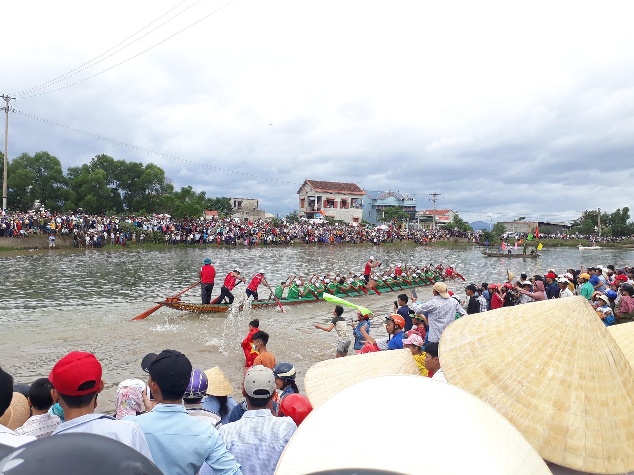 Bơi đua thuyền sông Kiến Giang