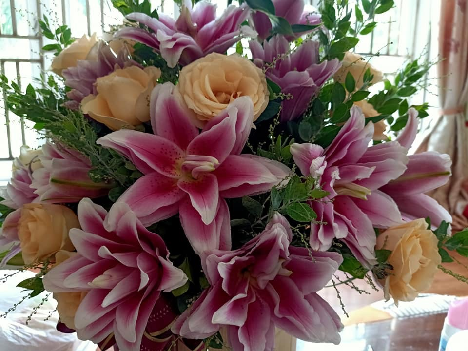 Bó hoa ly tặng ngày nhà giáo việt nam