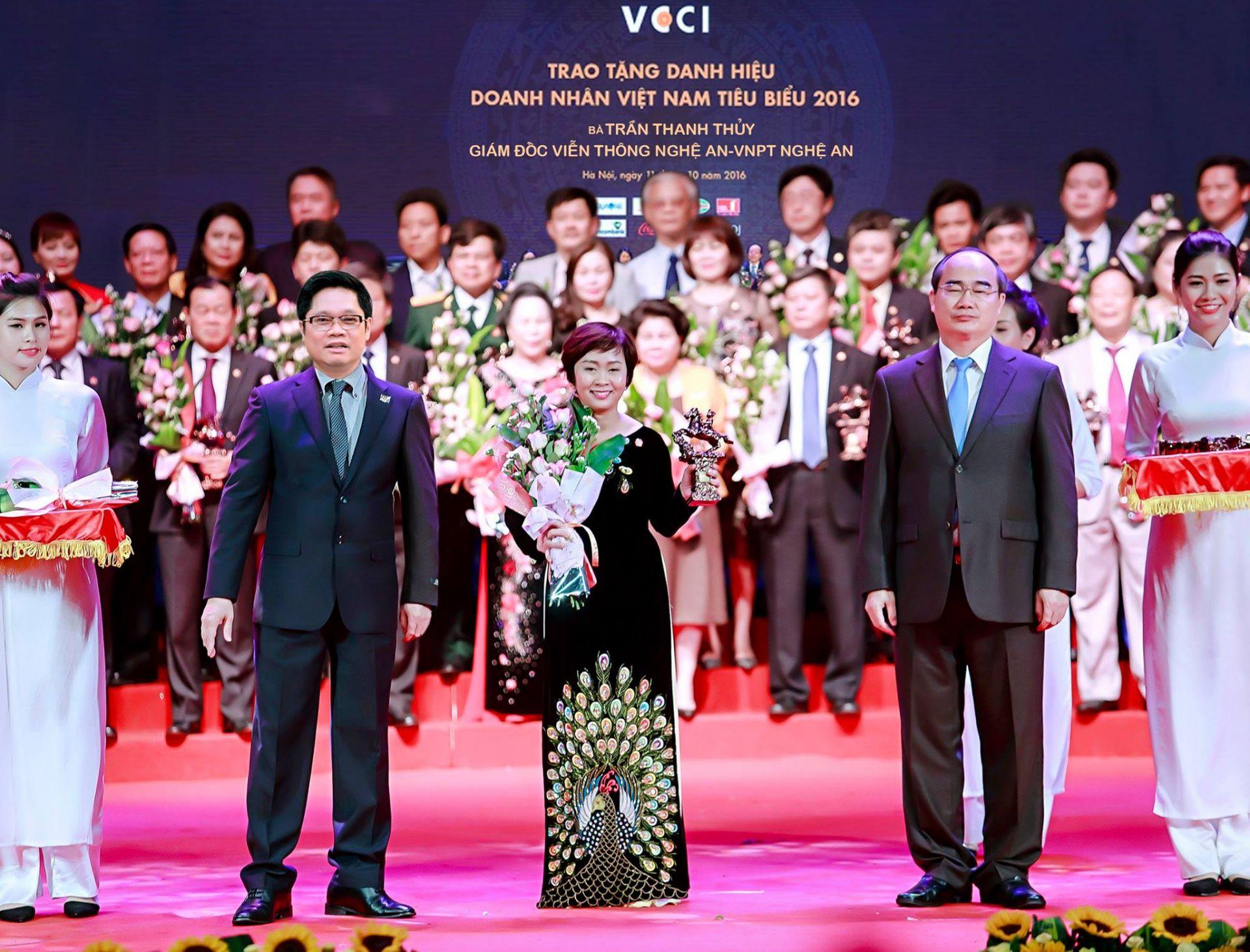 Lãnh đạo Nhà nước tôn vinh doanh nhân Việt Nam