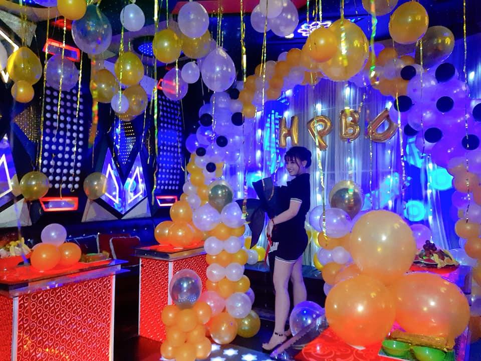 Tiệc sinh nhật trong phòng karaoke