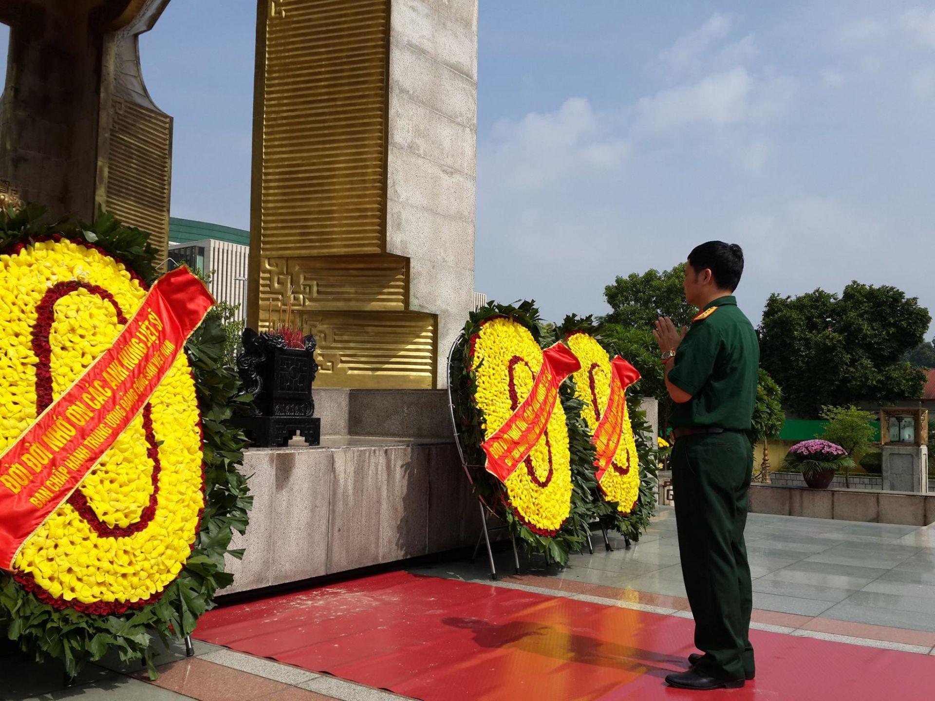 Tưởng niệm các anh hùng liệt sĩ