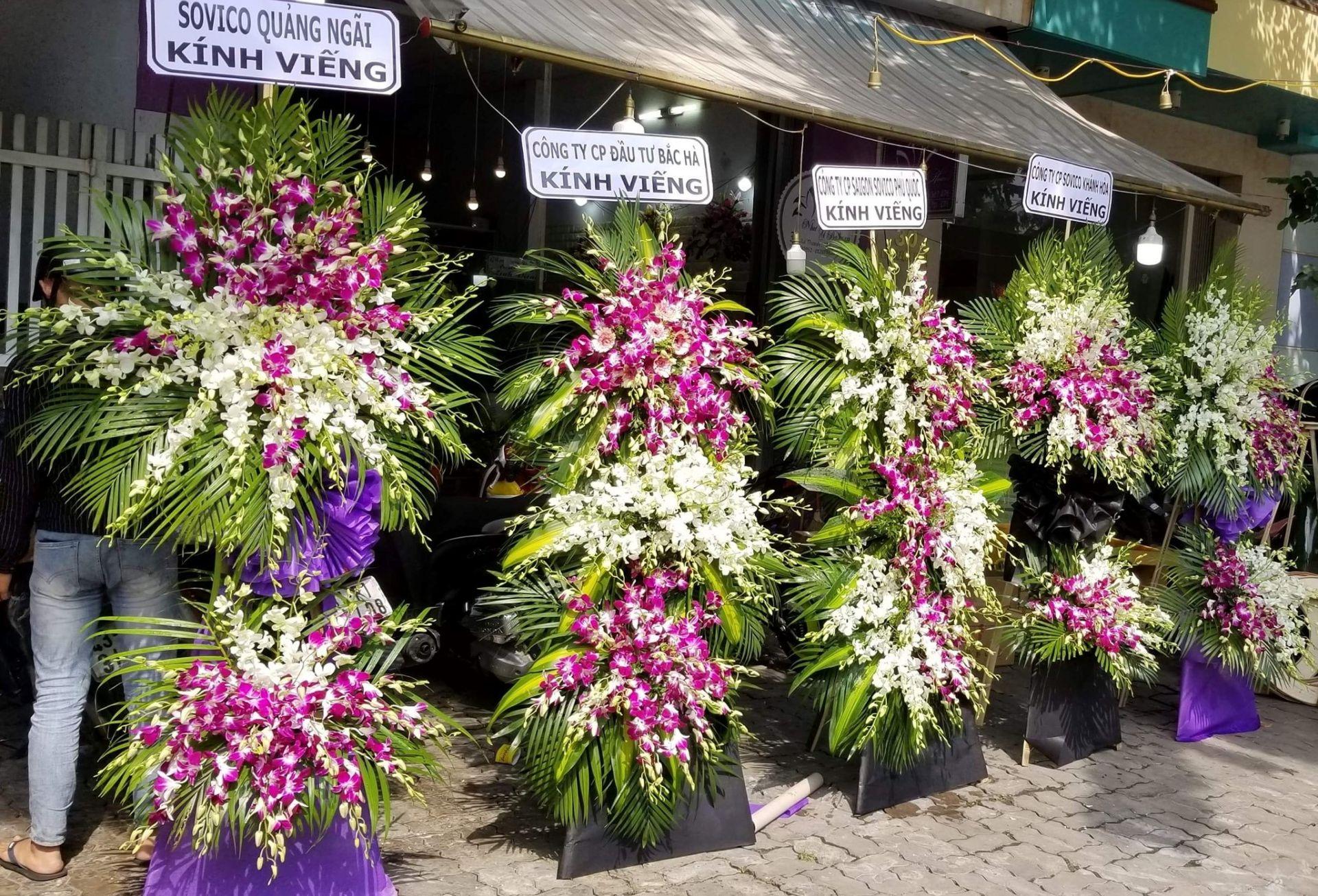 Vòng hoa chia buồn tang lễ