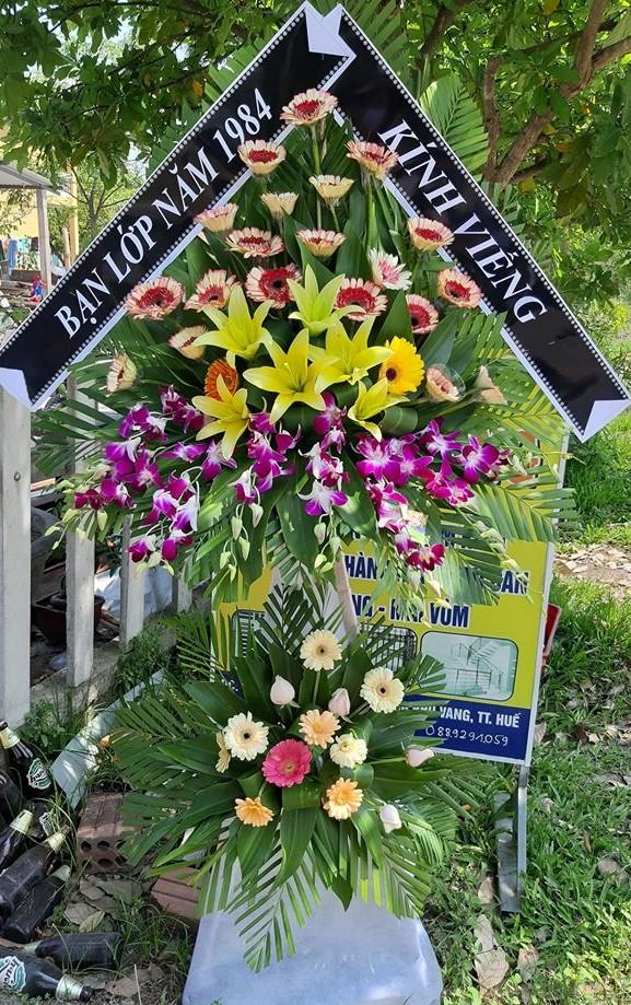 Vòng hoa chia buồn người trẻ tuổi